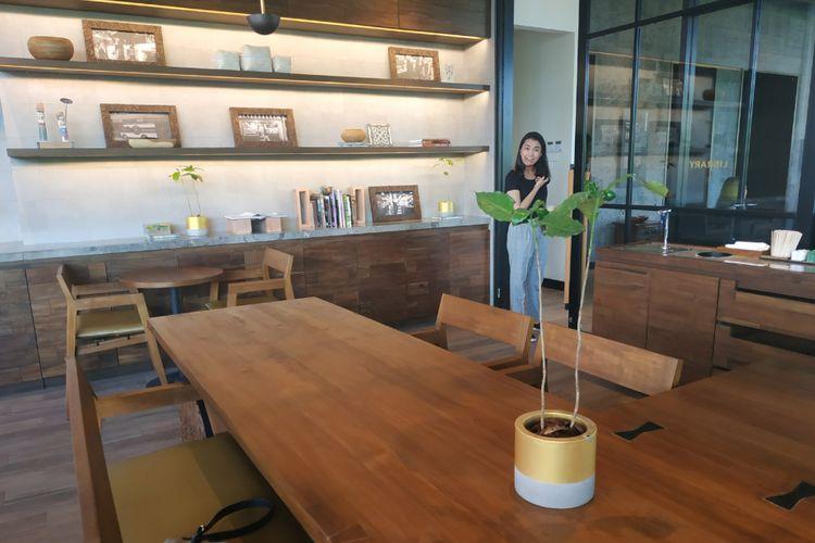 Tanaman kopi dalam pot di Starbucks Dewata