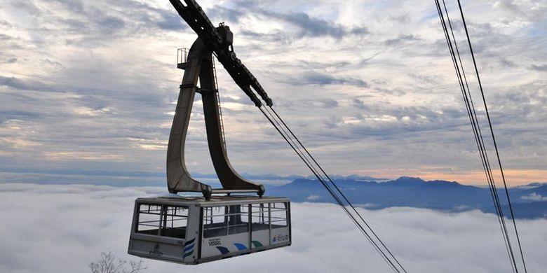 Ropeway berkapasitas 166 orang menyambungkan terminal di kaki gunung yang terletak pada ketinggian 980 meter dengan terminal di puncak gunung SORA Terrace.