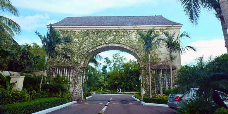 Old Fort Bay Club Entrance di Bahama.