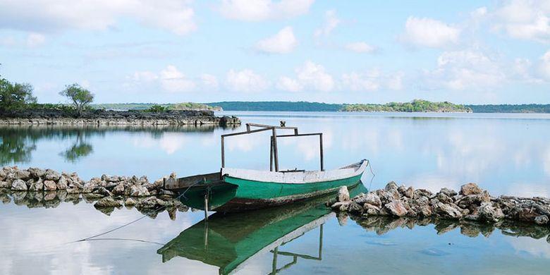 Danau Laut Mati di Pulau Rote, Nusa Tenggara Timur.