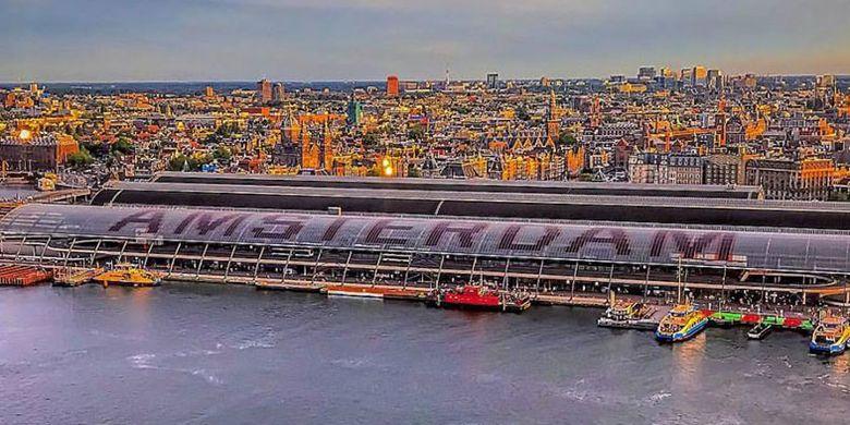 Kota Amsterdam di Belanda. Dalam upaya untuk merebut kembali posisi Amsterdam menjadi kota tujuan wisata utama, kampanye I Amsterdam diperkenalkan sebagai slogan baru pada tahun 2004.