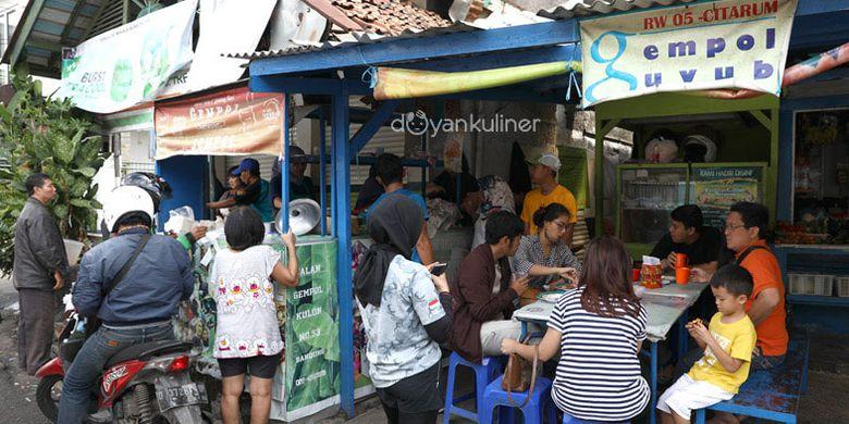Kupat tahu gempol di Bandung.