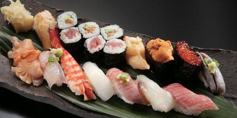 Iwasa-zushi di Tokyo, Jepang. Restoran ini terkenal dengan sushi kerangnya.