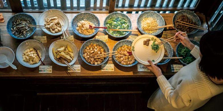 Hidangan obanzai (sebutan untuk lauk rumahan khas Kyoto yang telah ada sejak dulu) dari bahan makanan natural di restoran Matsutomiya Kotobuki.