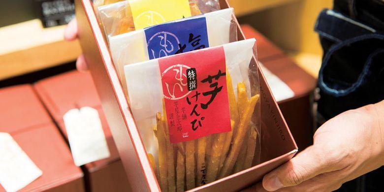 Toko Nihonbashi Imoya Kinjiro yang khusus menjual kue ubi di Tokyo, Jepang.