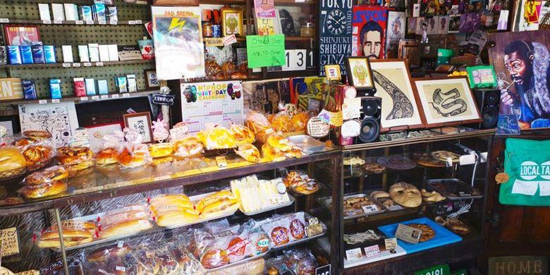 Toko roti Daikeiken Seipanjo di Yokkaichi, prefektur Mie, Jepang ini tidak tampak seperti toko roti pada umumnya jika dilihat dari luar. Bangunannya dipenuhi hiasan stiker dan ilustrasi dari berbagai aliran musik seperti jazz, reggae, dan lainnya. Toko ini merupakan salah satu toko roti terbaik di Yokkaichi.