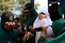 Disaksikan Ribuan Orang, Dua Terpidana PSK