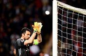 Bek Juventus Berharap Buffon Tidak Pensiun pada Akhir Musim Ini