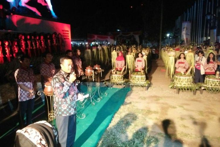 Menteri Pemuda dan Olahraga (Menpora) Imam Nahrawi menghadiri prosesi tirakatan jelang Hari Olahraga Nasional (Haornas), di Magelang, Jawa Tengah, Jumat (8/9/2017).