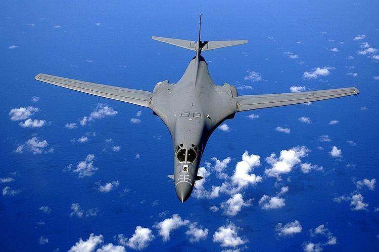 Pengebom siluman B-1B Lancer.