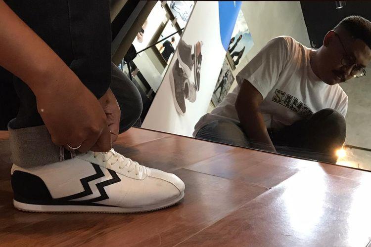 Sepatu lokal asal Bandung, Athletica, mengeluarkan sejumlah seri sepatu olahraga yang fashionable.
