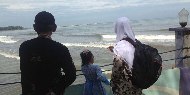 Pantai Cahaya di Desa Sendang Sikucing, Kecamatan Rowosari, Kabupaten Kendal, Jawa Tengah.