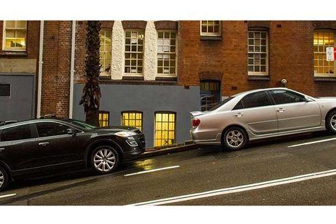 Ini Akibatnya Sering Parkir Mobil di Bidang Miring