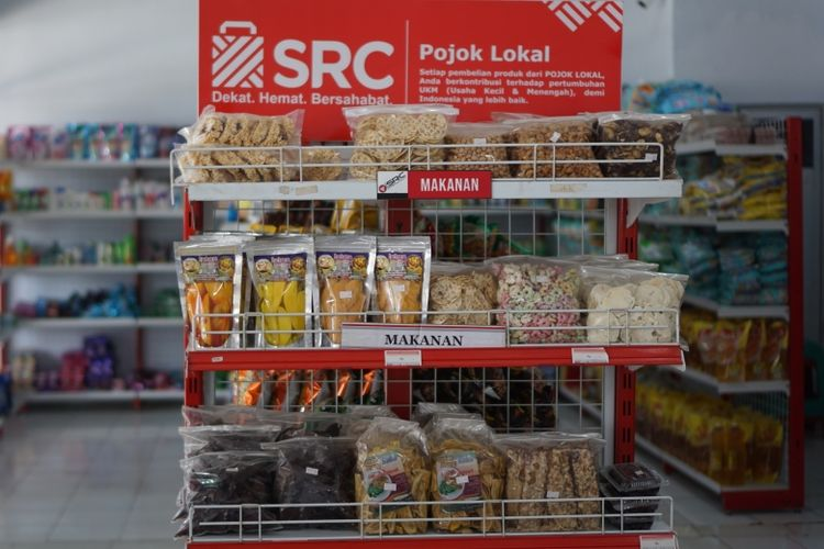 Rak Pojok Lokal sebagai bentuk dukungan SRC terhadap UKM lokal yang ada di sekitar toko-toko kelontong SRC