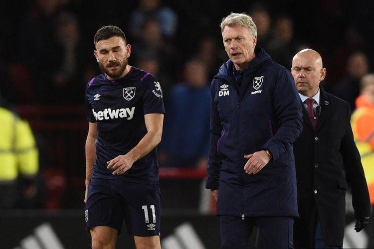 Manajer West Ham United asal Skotlandia David Moyes (kanan) bereaksi pada akhir pertandingan sepak bola Liga Premier Inggris antara Sheffield United dan West Ham United di Bramall Lane di Sheffield, Inggris utara.