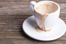 Cara Menghilangkan Noda Kopi dan Teh dari Mug Kesayangan