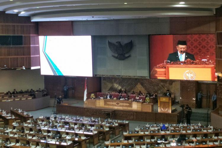 Ketua DPR Bambang Soesatyo saat menyampaikan pidato penutupan Masa Persidangan I dalam Rapat Paripurna di Kompleks Parlemen, Senayan, Jakarta, Rabu (31/10/2018).