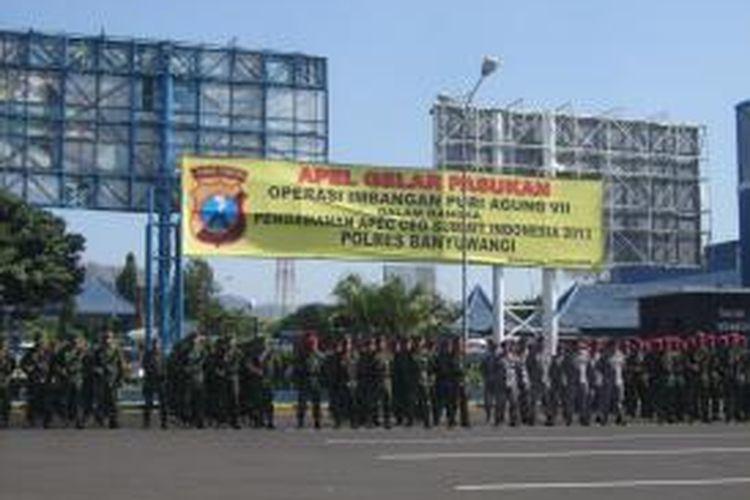 Apel gerakan pasukan operasi imbangan Puri Agung VII dalam rangka pengamanan APEC CEO Summit Indonesia 2013 di Pelabuhan Ketapang Kamis (3/10/2013)