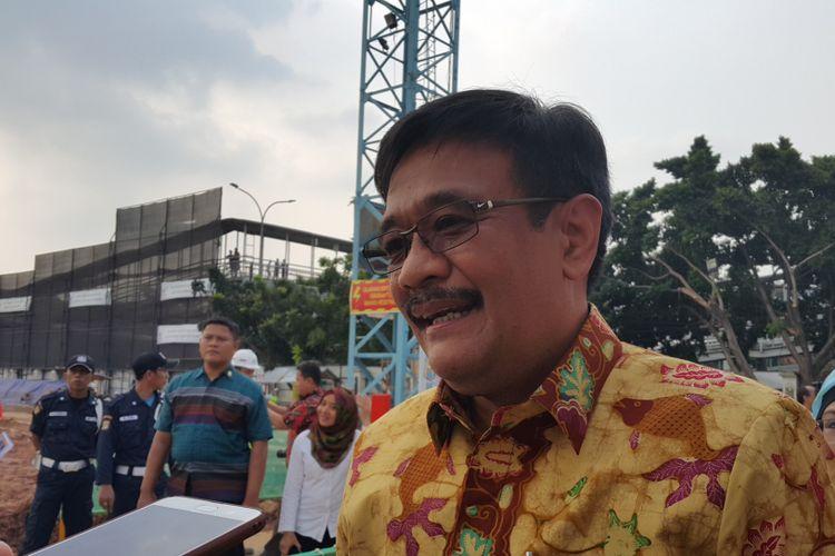 Wakil Gubernur DKI Jakarta Djarot Saiful Hidayat saat meninjau pembangunan Rumah Susun Sewa Tingkat Tinggi Pasar Rumput, Jakarta Selatan, Rabu (3/5/2017).