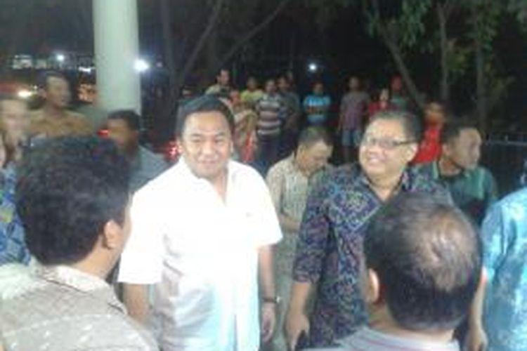 Menteri Perdagangan Rahmat Gobel (baju putih), menggelar inspeksi mendadak ke Pasar Induk Kramatjati, Jakarta Timur, Sabtu (1/11/2014) dini hari. Bersamanya juga ada Menteri Pertanian Amran Sulaiman dan Menteri Koperasi dan Usaha Kecil Menengah (UKM) Puspayoga.