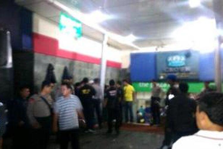 Razia narkoba di sebuah klub malam kawasan Mangga Besar, Jakarta Pusat, Sabtu(23/11/2013) dini hari.