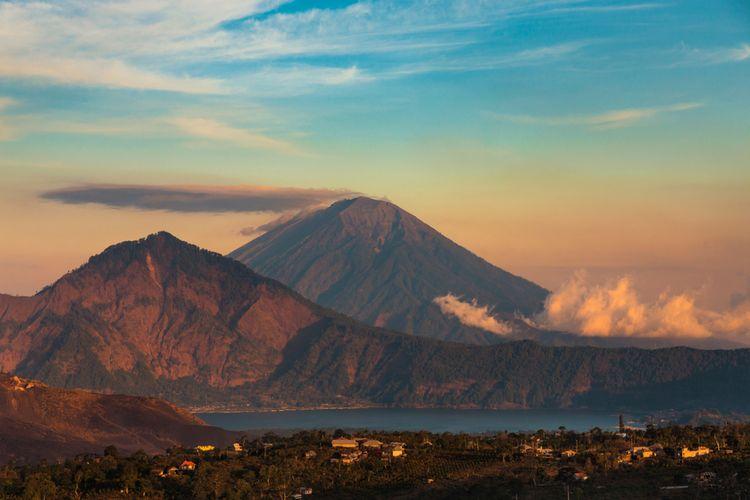 Gunung Abang di Bali.