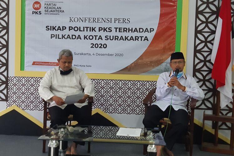 Ketua Dewan Pengurus Daerah (DPD) PKS Solo, Abdul Ghofar Ismail dan pengurus DPD PKS Solo, Asih Sunjoto Putro di Solo, Jawa Tengah, Jumat (4/12/2020).