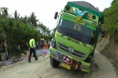 Ada Truk Terperosok, Jalan Trans Sulawesi Macet Total Selama 2 Jam