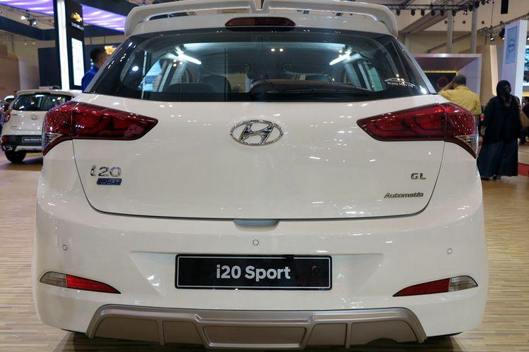 Hyundai i20 Sport, bagian belakang. Makin sporty dengan spoiler.