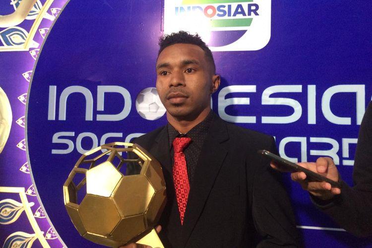 Pemain Persipura Jayapura, Todd Rivaldo Ferre, saat ditemui awak media seusai acara Indonesia Soccer Awards 2020, Jumat (10/1/2020).