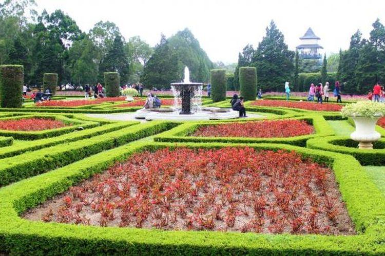 Salah satu zona taman Perancis, bentuk geometris dan pangkasan perdu pendek yang merupakan ciri khas utama taman Perancis.