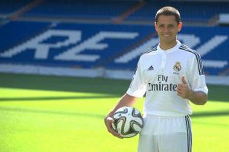 Salah satu ekspresi penyerang Javier Hernandez dalam sesi perkenalan sebagai pemain Real Madrid, di Santiago Bernabeu, pada 1 September 2014.
