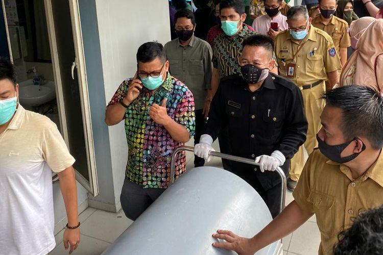 Suasana jenasah Ince Langke,  di Rumah Sakit Awal Bros Makassar. Selasa (8/9/2020).