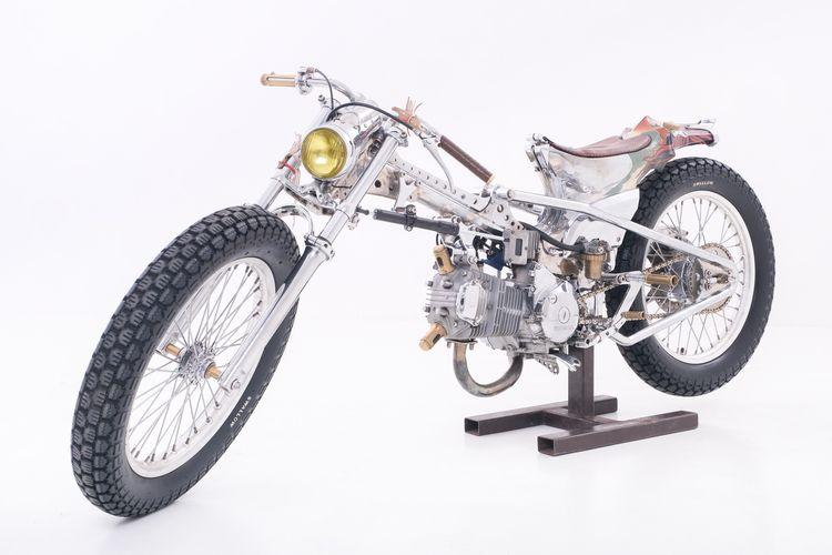Motor custom Honda Supra 125 bergaya cafe racer garapan Kedux Garage