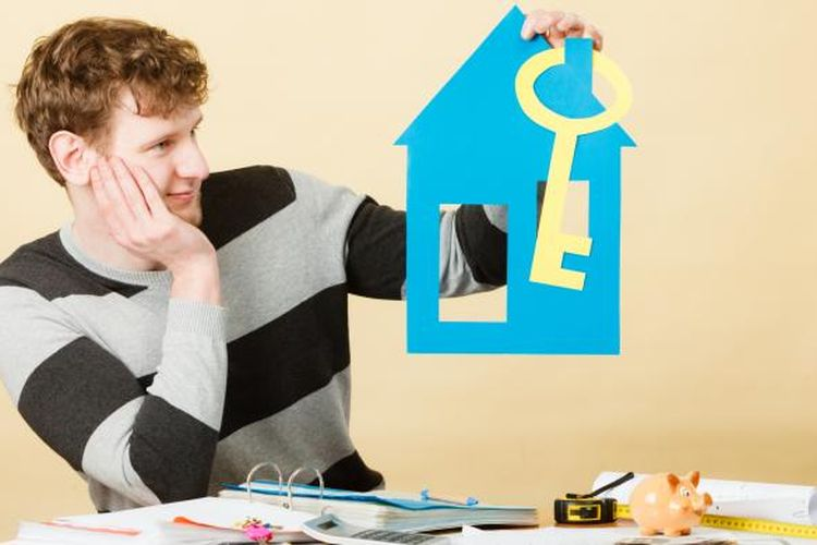 Ilustrasi anak muda sedang merencanakan membeli rumah