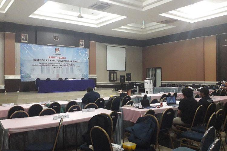 Suasana di lokasi relapitulasi Pemilu 2019 Jakarta Timur di Gedung KNPI terpantau sepi karena rapat diskors, Rabyu (15/5/2019).
