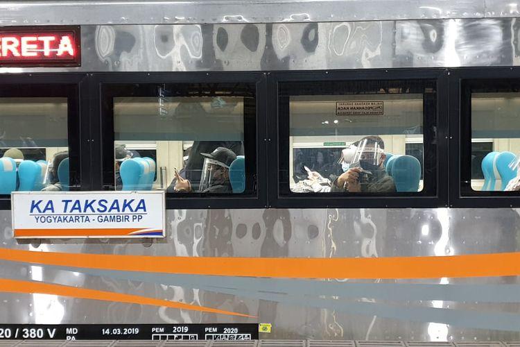 Penumpang kereta Taksaka tujuan Yogyakarta.