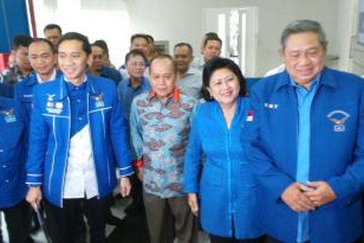 Ketua Umum Partai Demokrat Susilo Bambang Yudhoyono sebelum memimpin rapat pleno di DPP Partai Demokrat, Kamis (11/12/2014).