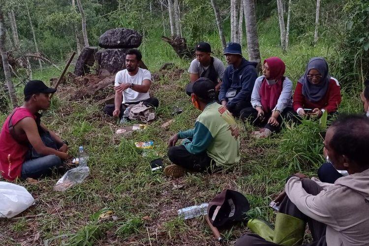 Hadi dari BPCB Jawa Timur, reruntuhan kala yang ditemukan di bukit Sepi Angin Kabupaten Magetan sanagat berpotensi dilakukan ekskavasi mengingat banyak ditmukan reruntuhan di kawasan radius 30 meter.