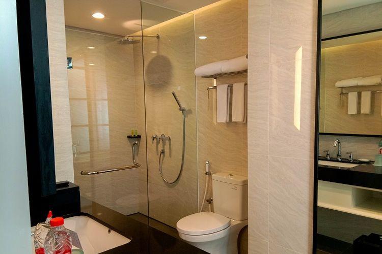 Kamar mandi Suite Hotel Santika Pasir Koja - Bandung.