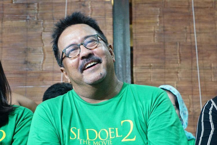 Artis peran Rano Karno dalam jumpa pers peluncuran trailer dan poster film Si Doel The Movie 2 yang digelar di kediaman Rano di kawasan Lebak Bulus, Jakarta Selatan, Rabu (27/3/2019).