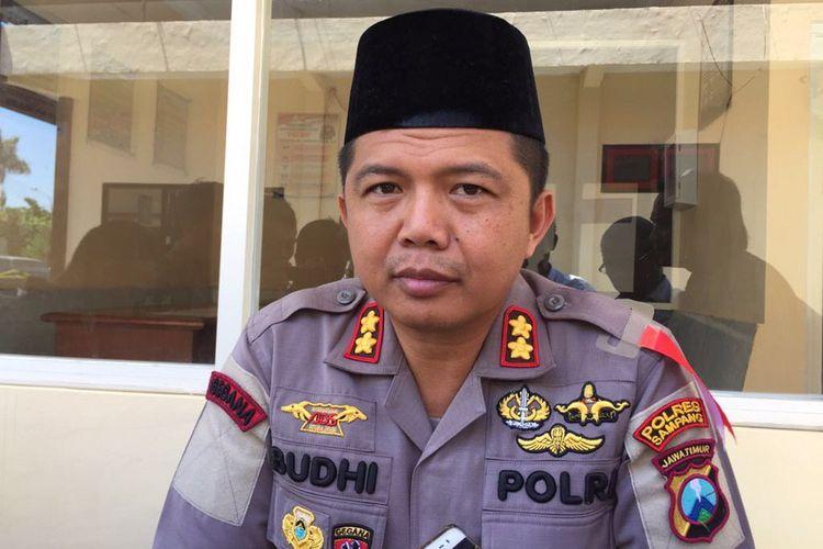 Kapolres Sampang AKBP Budhi Wardiman dalam keterangannya Kamis (23/5/2019) mengatakan akan menyelidiki motif pembakaran kantor Polsek Tambelangan.