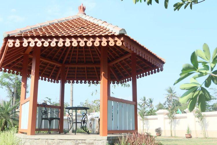Set pendopo dalam film Bumi Manusia. Pendopo ini juga termasuk di dalam Museum Bumi Manusia, Desa Gamplong, Yogyakarta.
