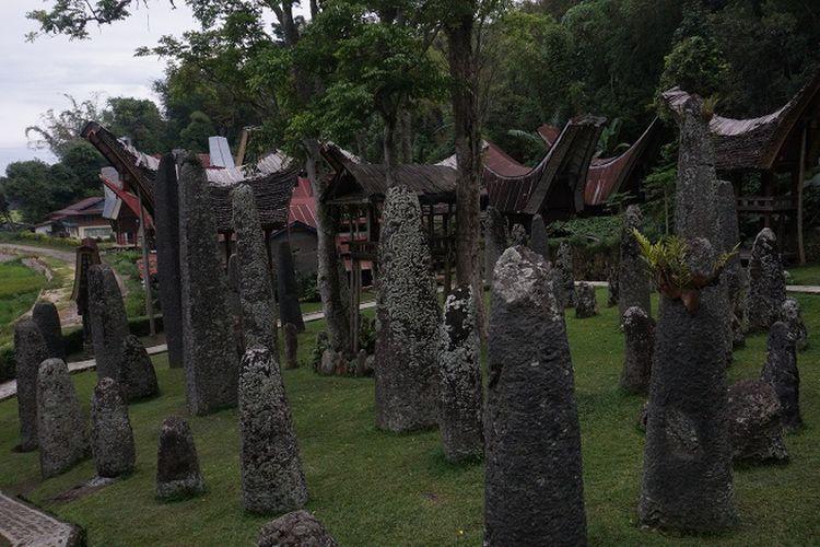 Puluhan menhir di Bori Kalimbuang, Kabupaten Toraja Utara, Sulawesi Selatan.