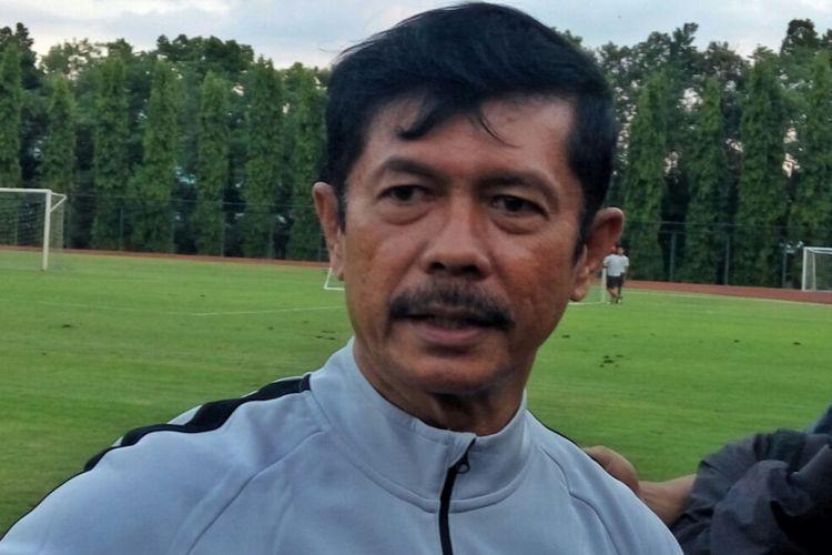 Pelatih Timnas Indonesia U-23 Indra Sjafri saat menemui Wartawan usai mimpin latihan perdana di Stadion UNY.