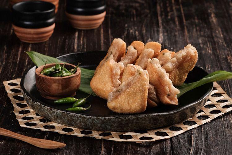 Ilustrasi tahu aci goreng khas Tegal, tahu putih isi campuran tapioka dan terigu.