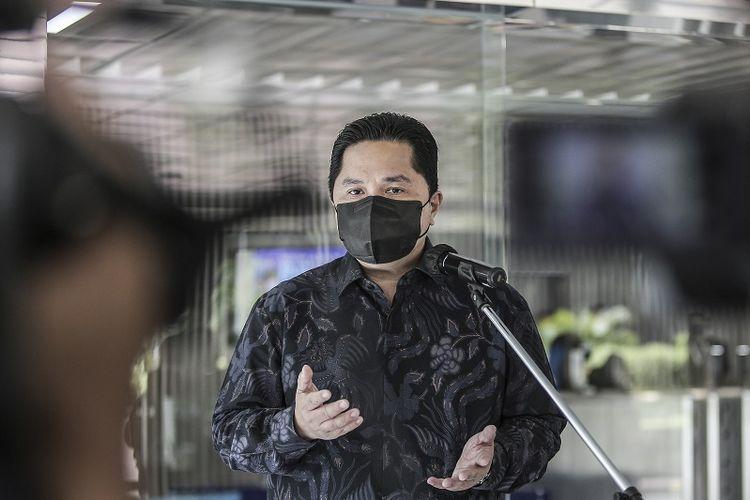 Menteri BUMN Erick Thohir menyampaikan keterangan pers di Gedung Kementerian BUMN, Jakarta, Rabu (2/6/2021). Dalam kesempatan tersebut Menteri BUMN menyampaikan sejumlah perkembangan terkait vaksin Sinovac, vaksin BUMN, maskapai Garuda Indonesia, komisaris BUMN dan Asuransi Jiwasraya. ANTARA FOTO/Dhemas Reviyanto/wsj.