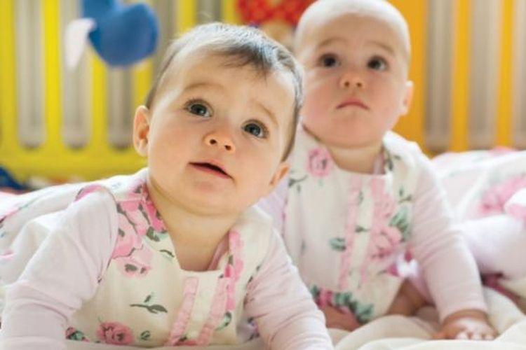 Ilustrasi Bayi kembar, anak kembar, tumbuh kembang anak kembar