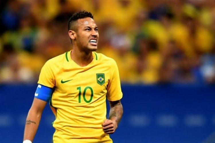 Ekspresi pemain bintang Brasil, Neymar Jr., saat timnya berlaga melawan Irak di laga kedua Grup A Olimpiade 2016 di Mane Garrincha Stadium, Senin (8/8/2016).