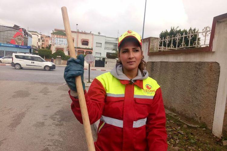 Sanaa Maatat (25), perempuan cantik yang bekerja sebagai petugas kebersihan kota di Maroko.